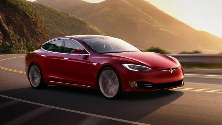 Tesla Avrupa'ya Özel Araba Üretiyor