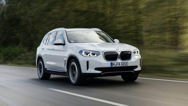 Tamamen Elektrikli Yeni BMW iX3 Showroomlarda